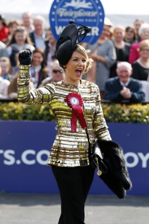 'All that Glitters is Gold' as Irish Army Captain Catherine Lundon wins Carton House Most Stylish Lady at Fairyhouse